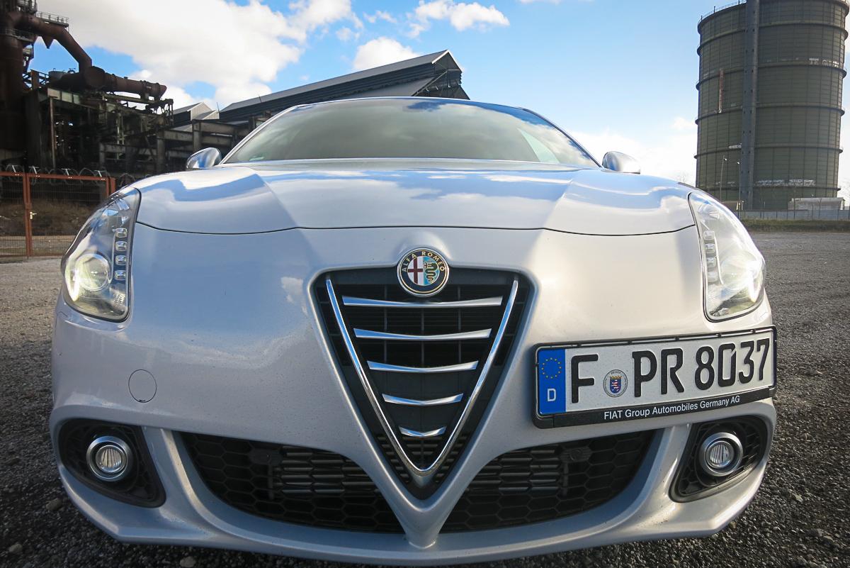 2014-Alfa-Romeo-Giulietta-16-JTDM-silber-09