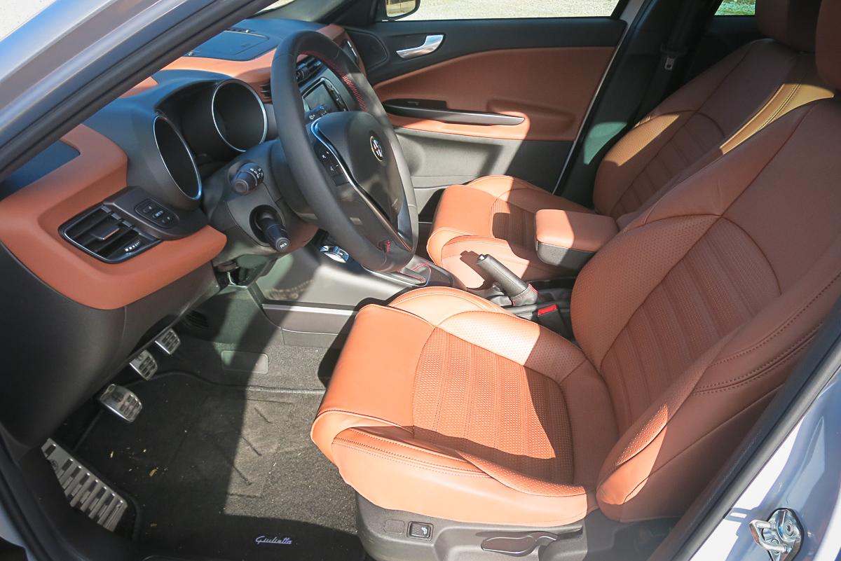 2014-Alfa-Romeo-Giulietta-16-JTDM-silber-15