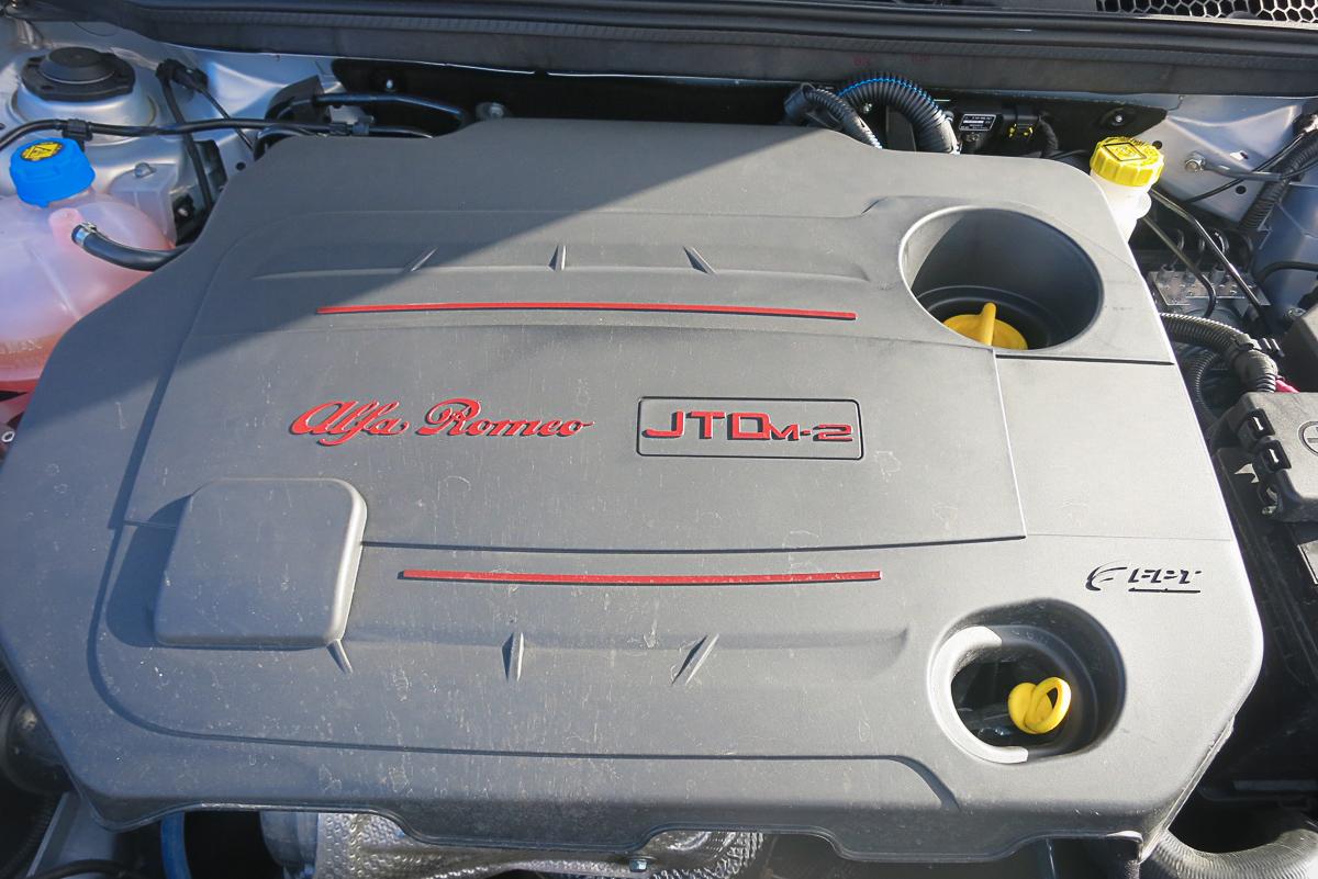 2014-Alfa-Romeo-Giulietta-16-JTDM-silber-22