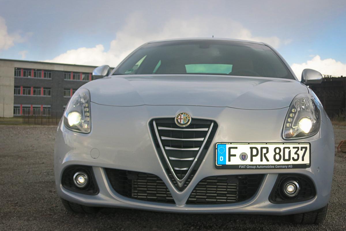 2014-Alfa-Romeo-Giulietta-16-JTDM-silber-39