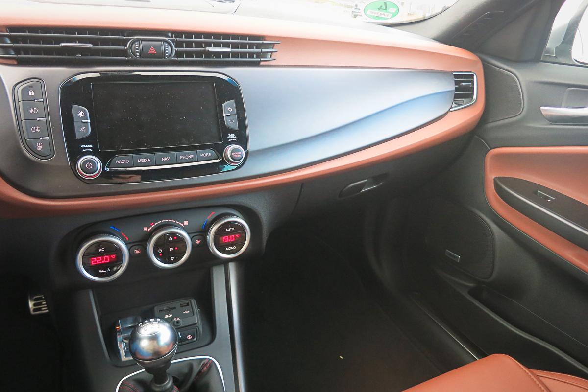 2014-Alfa-Romeo-Giulietta-16-JTDM-silber-41