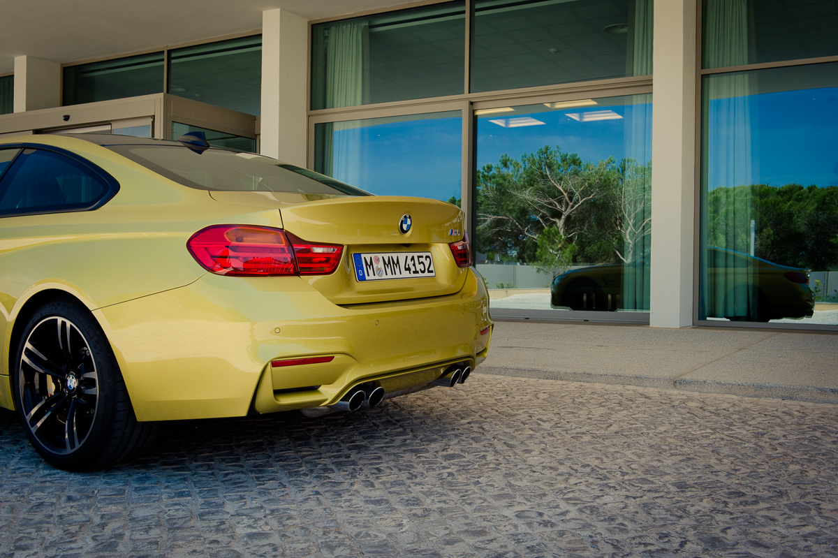 2014-bmw-m4-coupe-f82-austin-yellow-portugal-08
