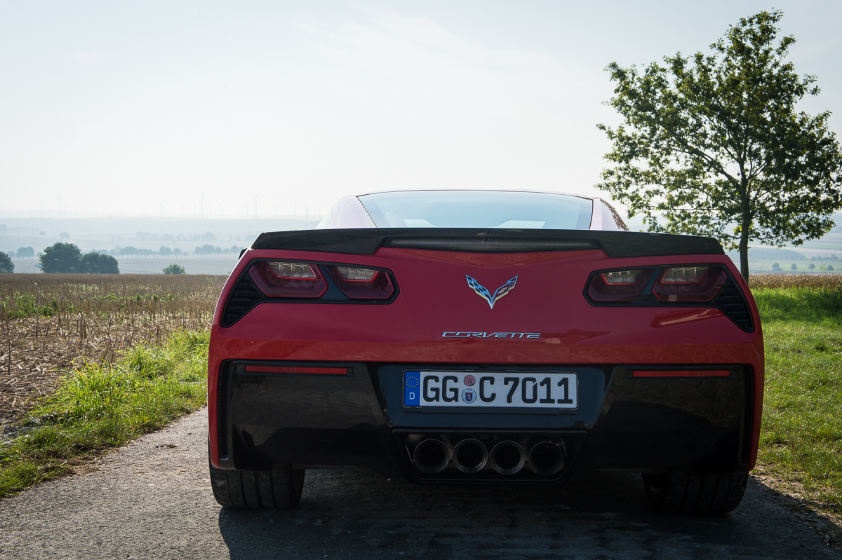 2014-Chevrolet-Corvette-C7-Stingray-Targa-EU-rot-03