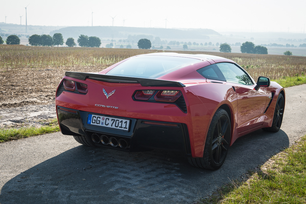 2014-Chevrolet-Corvette-C7-Stingray-Targa-EU-rot-05