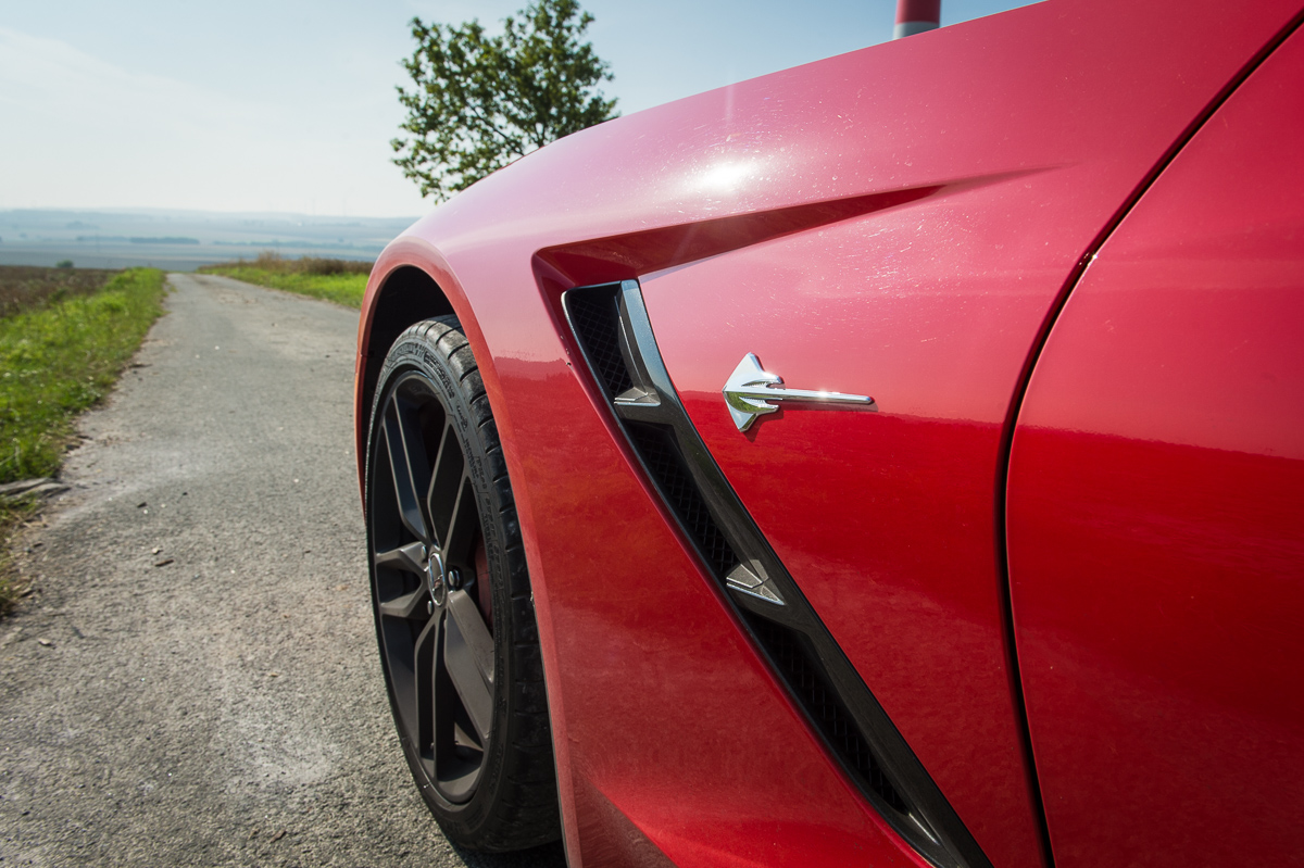 2014-Chevrolet-Corvette-C7-Stingray-Targa-EU-rot-17