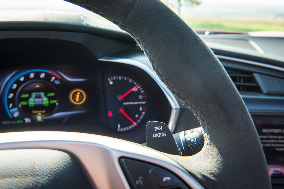2014-Chevrolet-Corvette-C7-Stingray-Targa-EU-rot-27