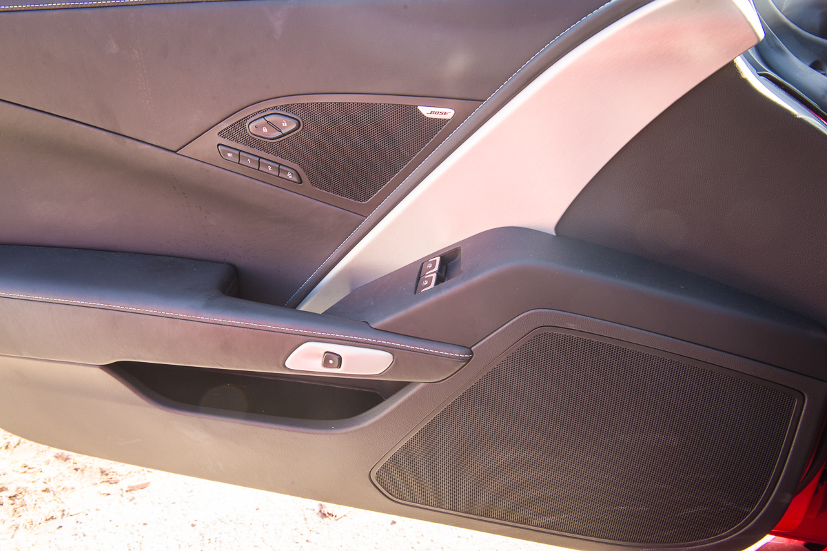 2014-Chevrolet-Corvette-C7-Stingray-Targa-EU-rot-34