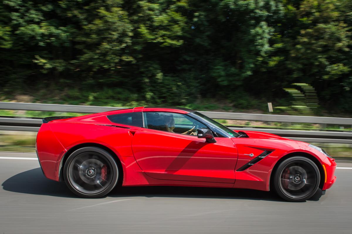 2014-Chevrolet-Corvette-C7-Stingray-Targa-EU-rot-40