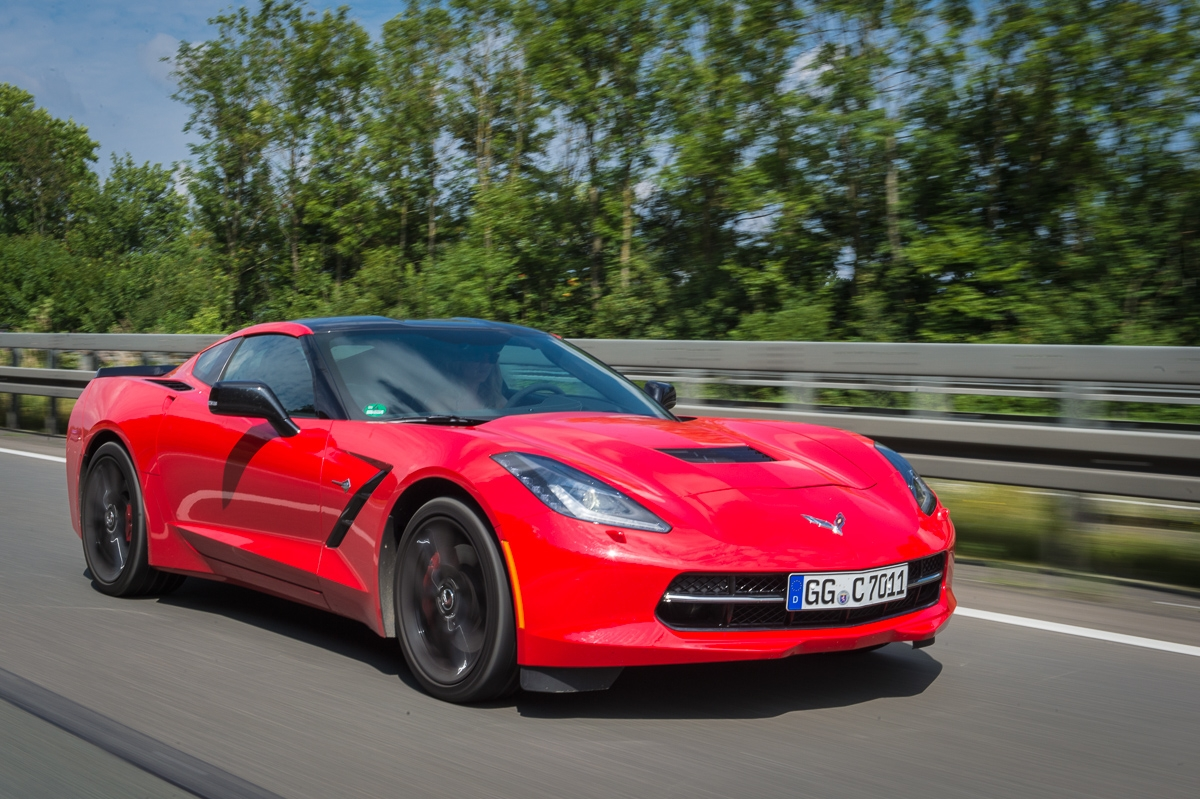 2014-Chevrolet-Corvette-C7-Stingray-Targa-EU-rot-38