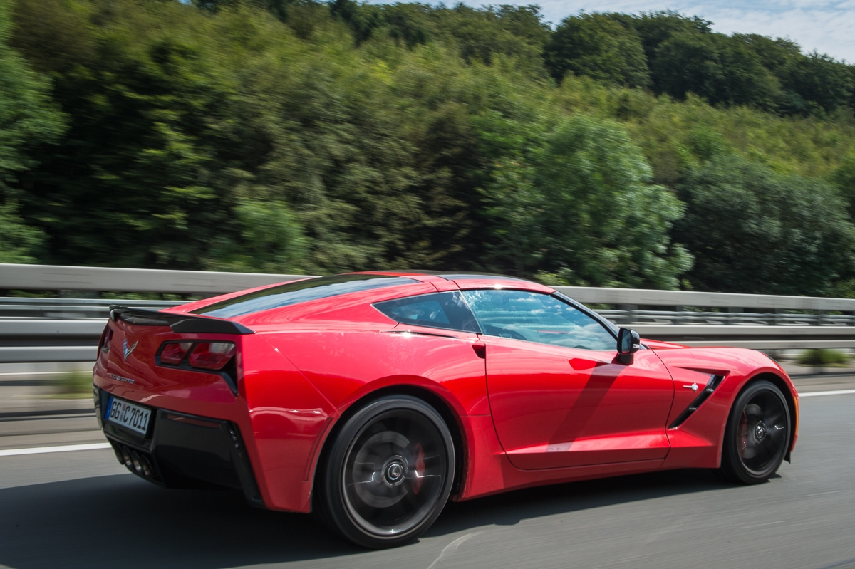 2014-Chevrolet-Corvette-C7-Stingray-Targa-EU-rot-41