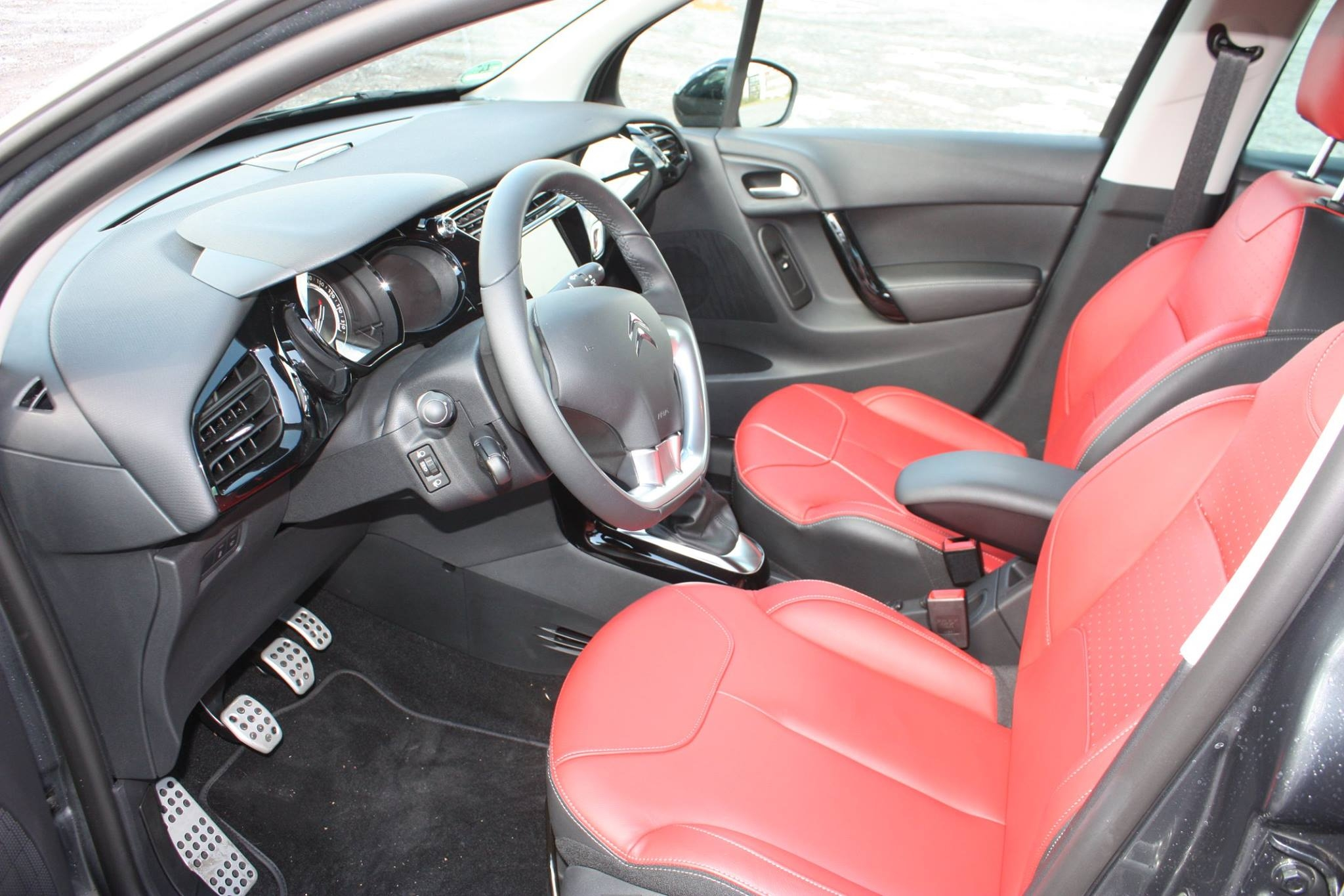 2014-Citroen-C3-eHDi115-Red-Block-11