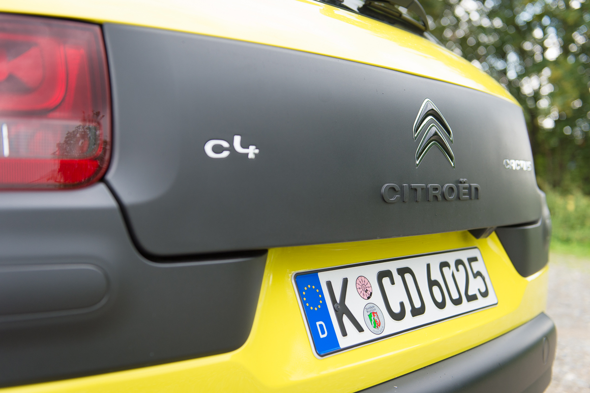 2014-citroen-c4-cactus-e-hdi-92-etg6-feel-hello-yellow-15