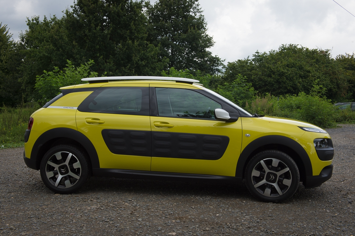 2014-citroen-c4-cactus-e-hdi-92-etg6-feel-hello-yellow-09