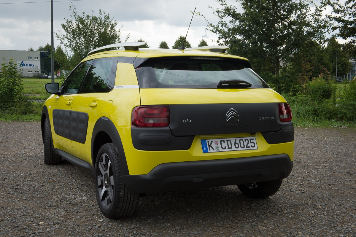 2014-citroen-c4-cactus-e-hdi-92-etg6-feel-hello-yellow-16