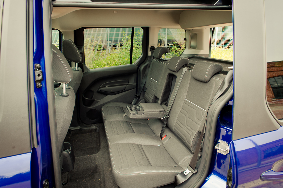 2014-Ford-Torneo-Connect-10-ecoboost-titanium-indic-blau-06