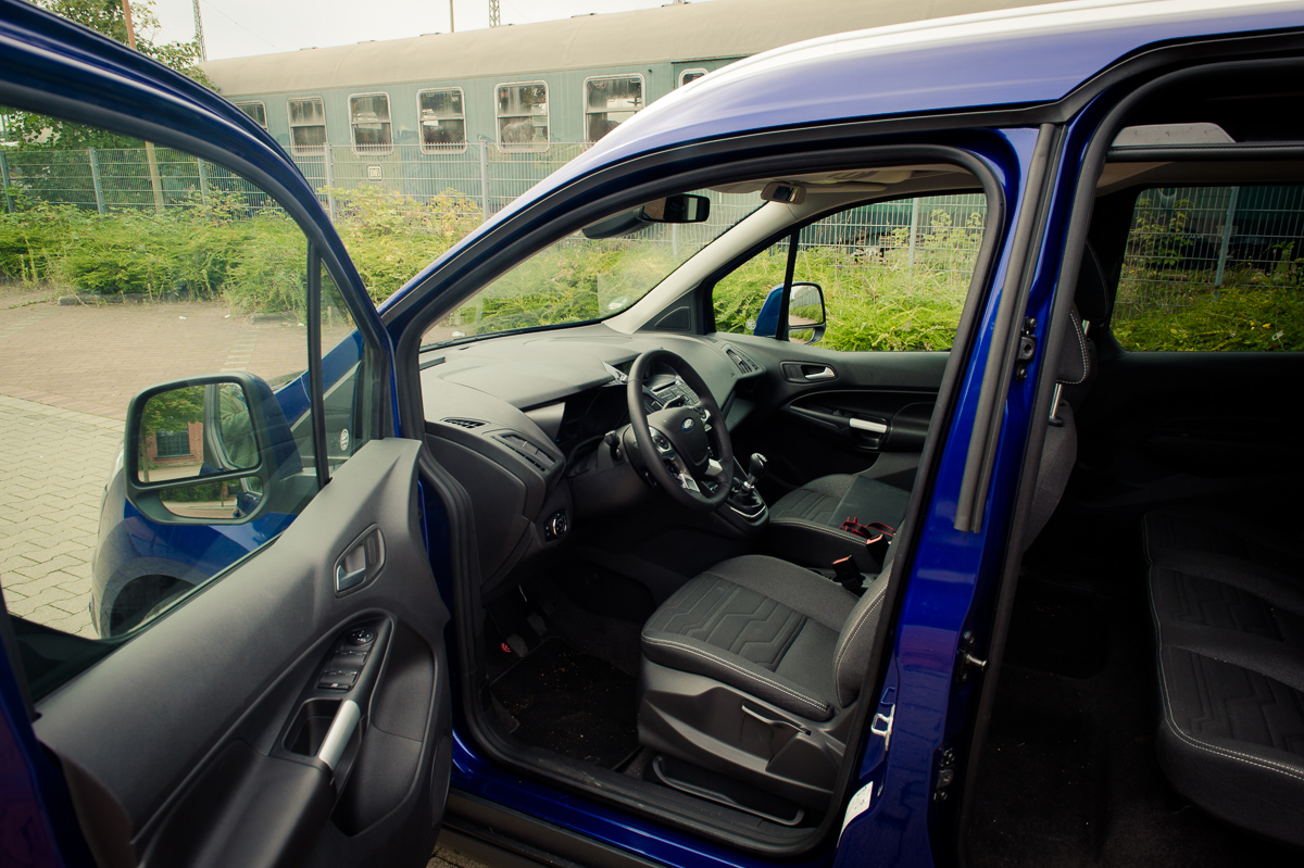 2014-Ford-Torneo-Connect-10-ecoboost-titanium-indic-blau-07