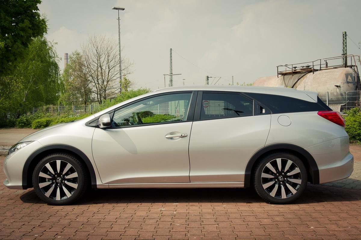 2014-Honda-Civic-Tourer-16-iDTEC-silber-08