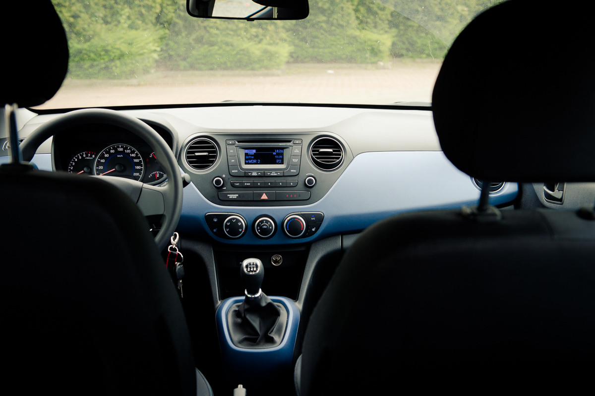2014-Hyundai-i10-trend-morning-blue-11