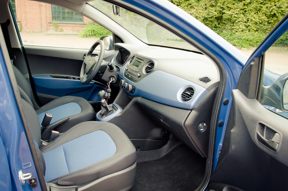 2014-Hyundai-i10-trend-morning-blue-14