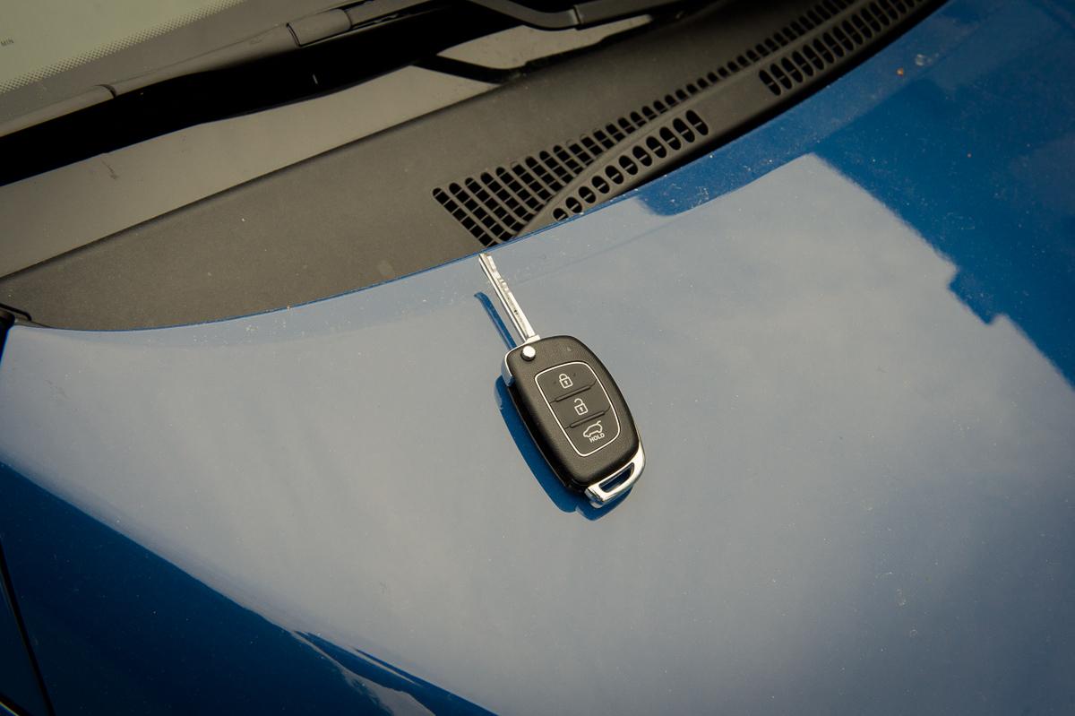 2014-Hyundai-i10-trend-morning-blue-25