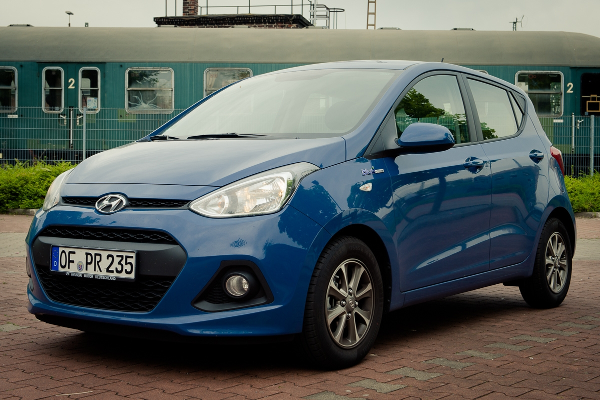 2014-Hyundai-i10-trend-morning-blue-03