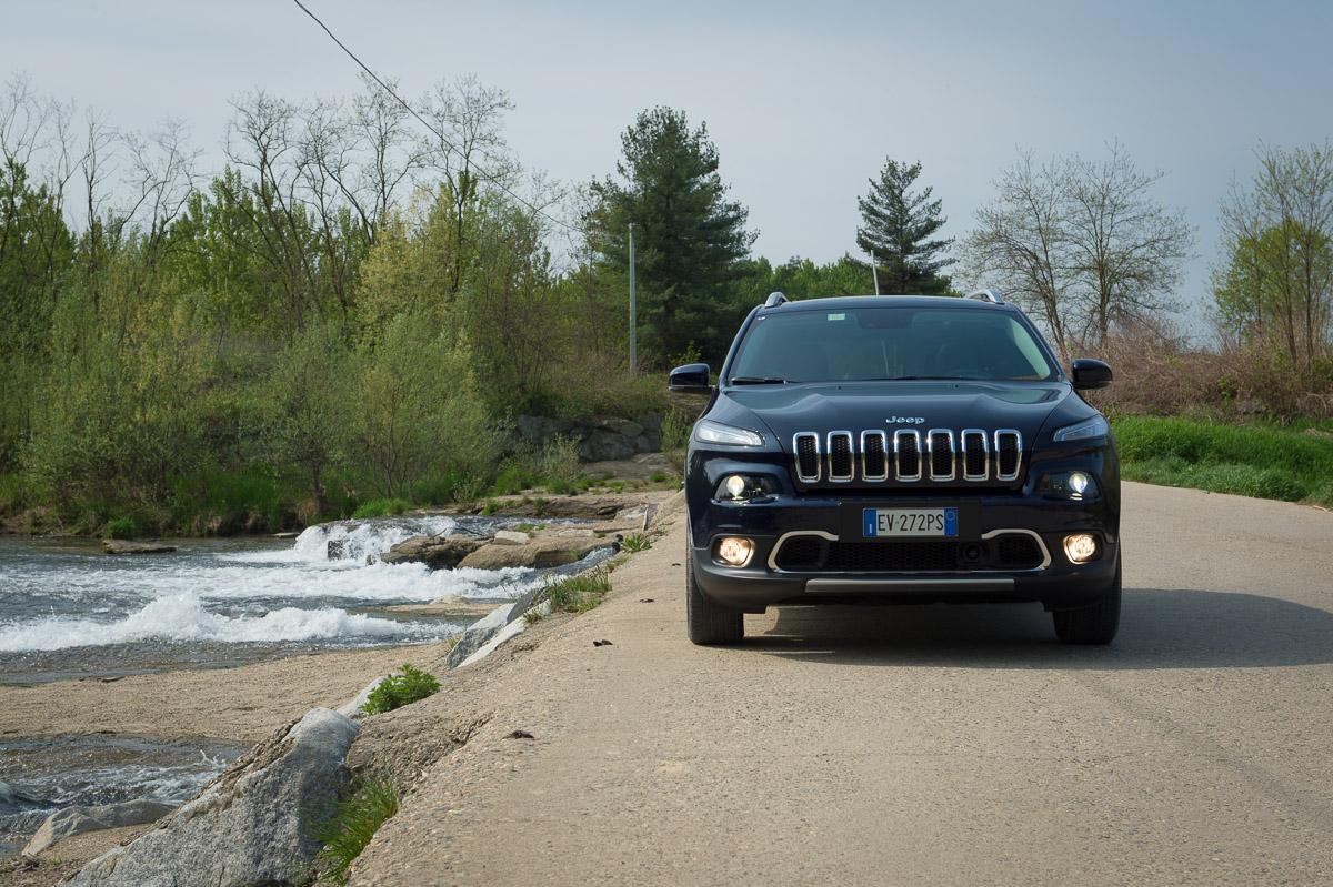 2014-Jeep-Cherokee-42-v6-limited-blau-03