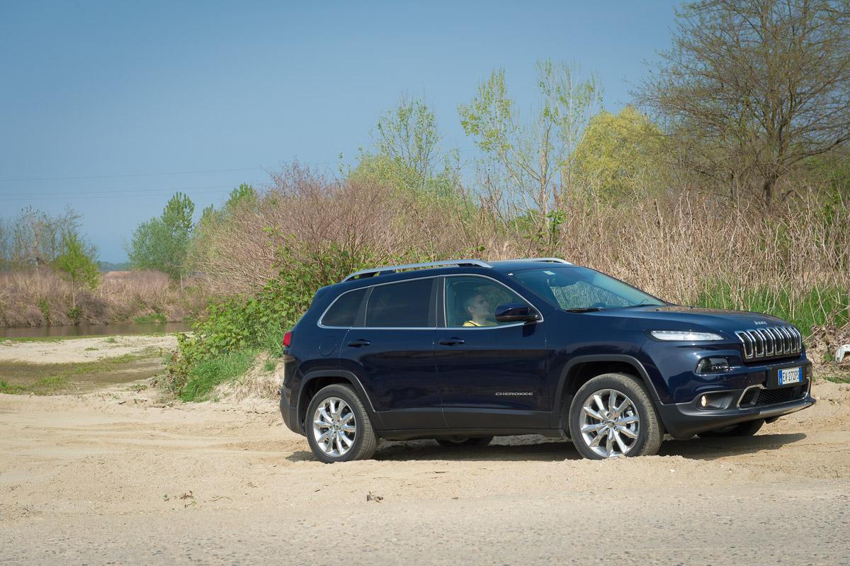 2014-Jeep-Cherokee-42-v6-limited-blau-04