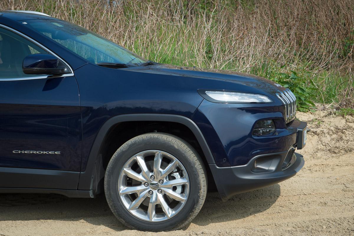2014-Jeep-Cherokee-42-v6-limited-blau-06