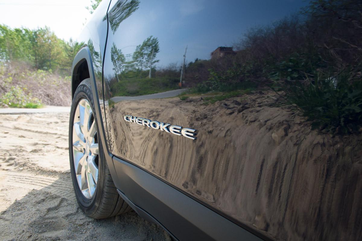 2014-Jeep-Cherokee-42-v6-limited-blau-13
