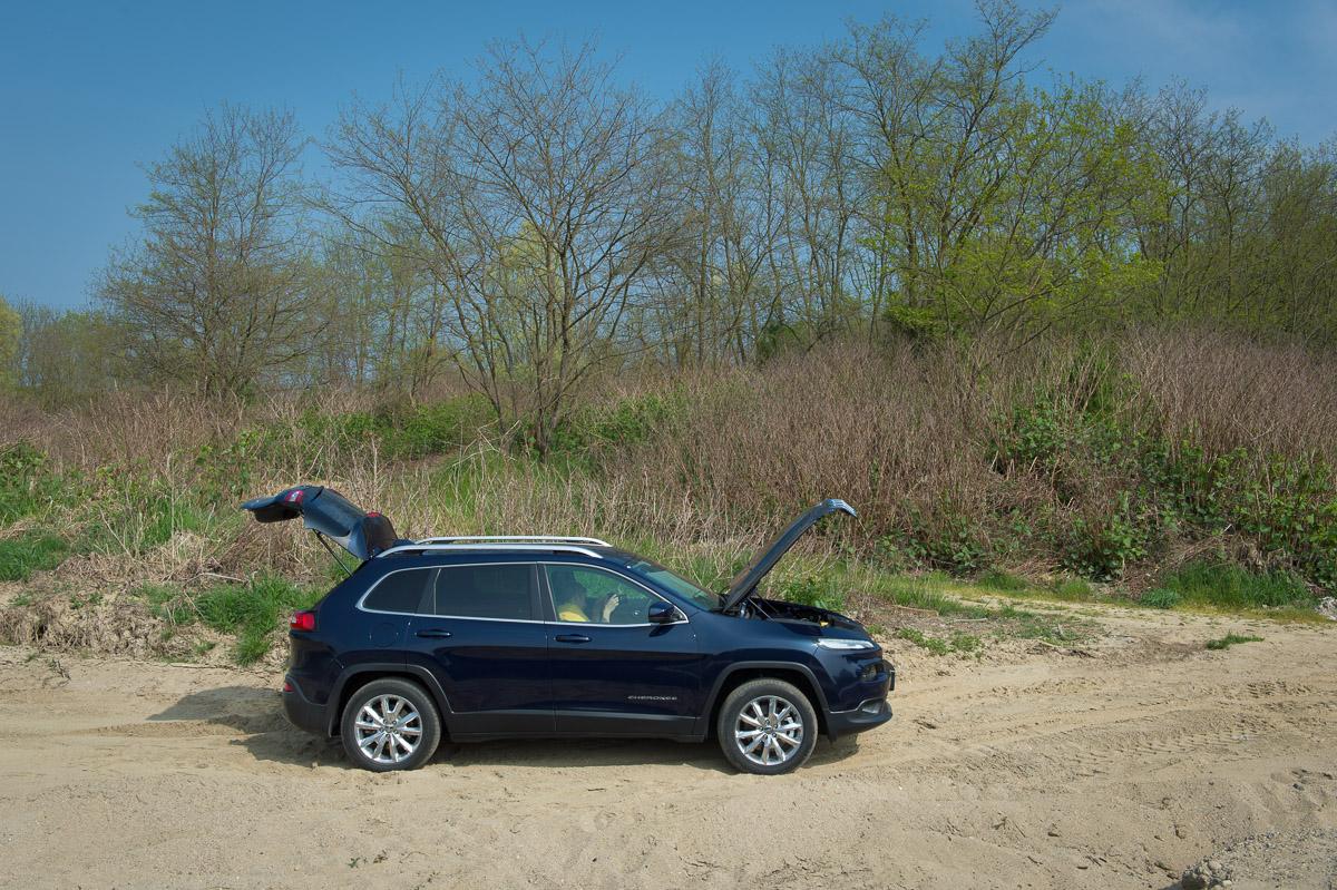 2014-Jeep-Cherokee-42-v6-limited-blau-15