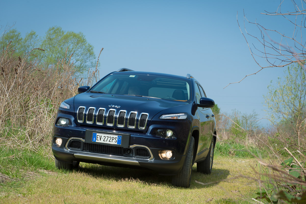 2014-Jeep-Cherokee-42-v6-limited-blau-17