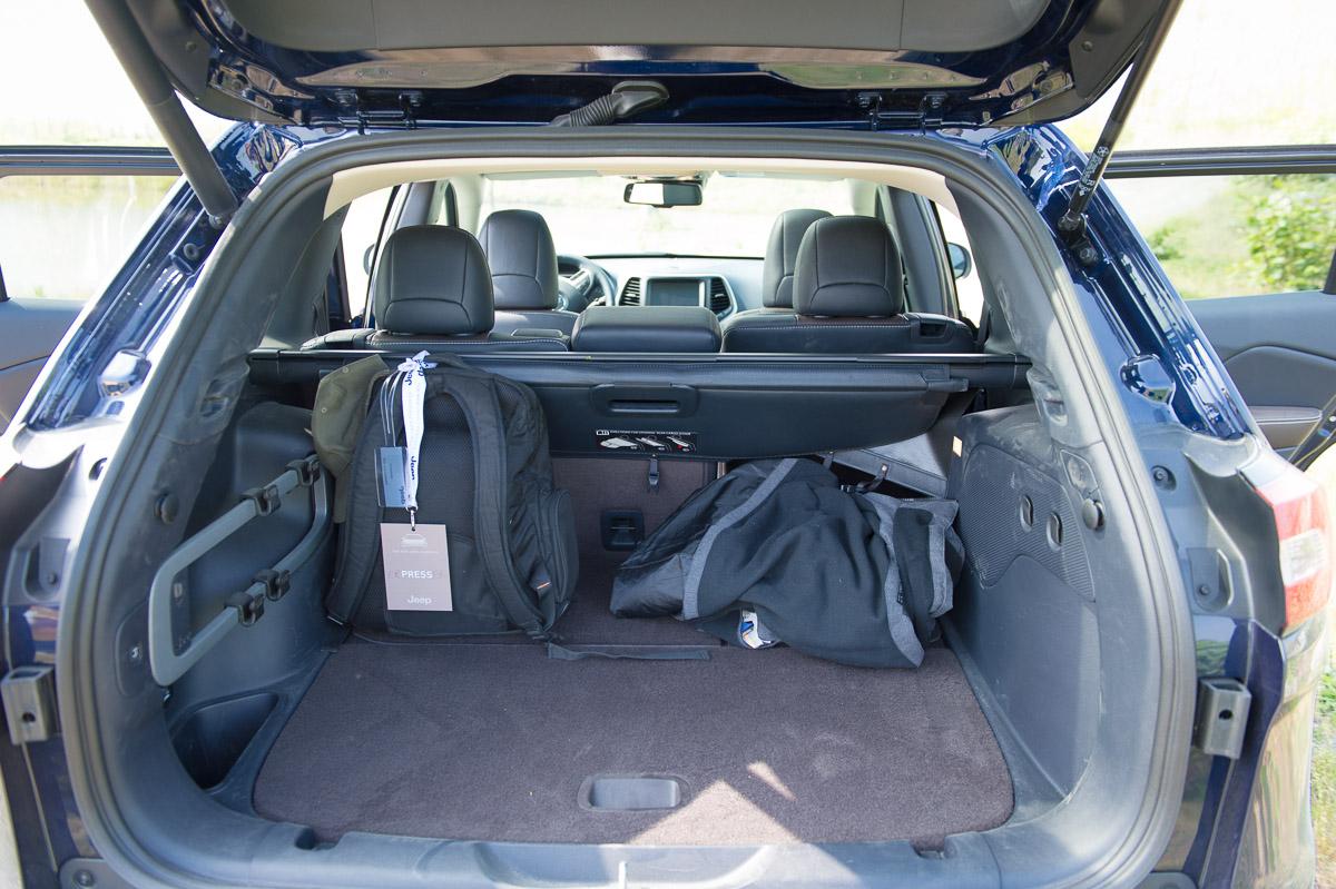 2014-Jeep-Cherokee-42-v6-limited-blau-23