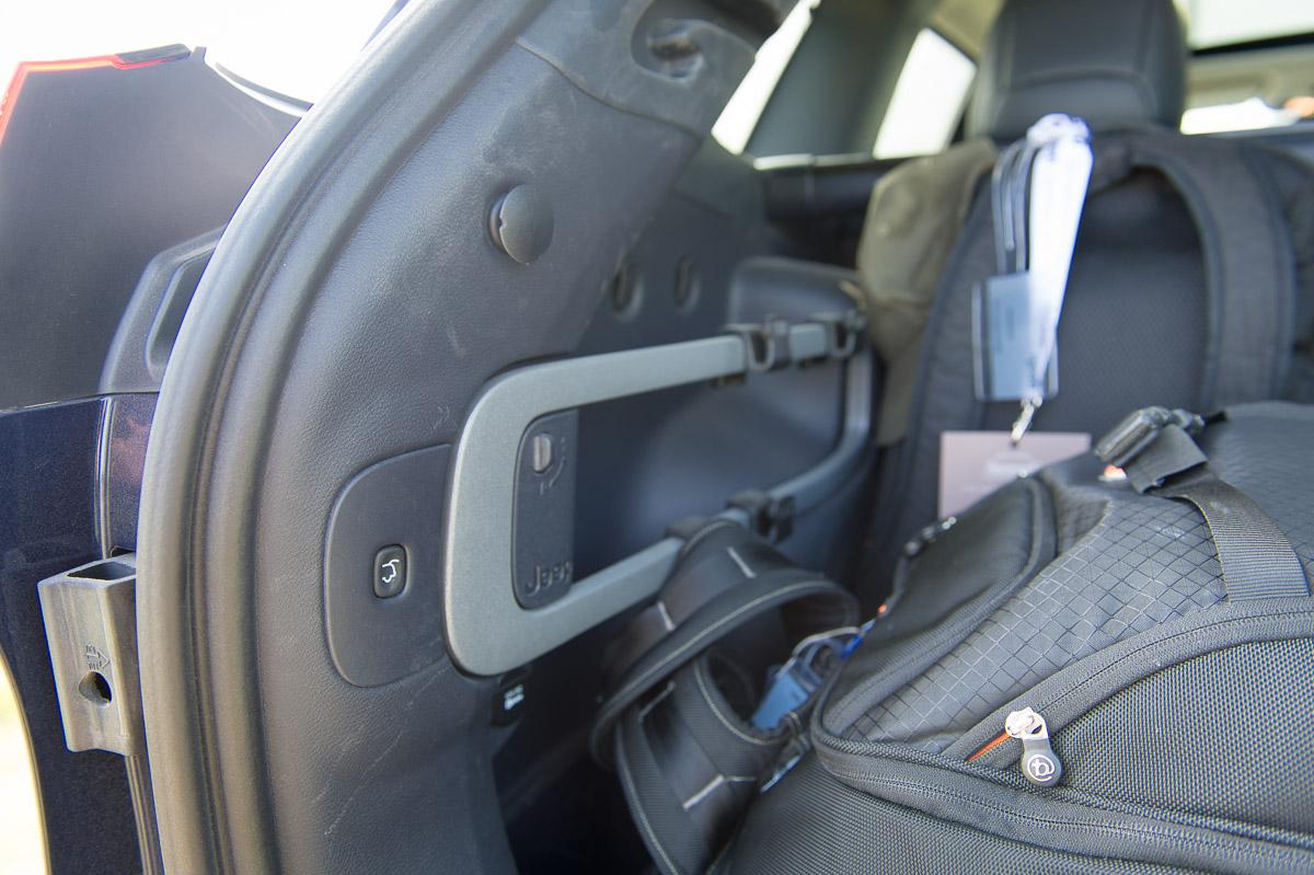 2014-Jeep-Cherokee-42-v6-limited-blau-24