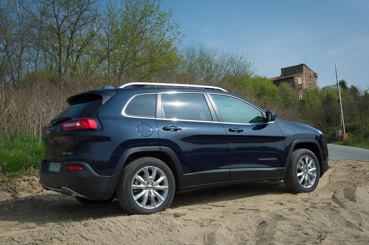 2014-Jeep-Cherokee-42-v6-limited-blau-07