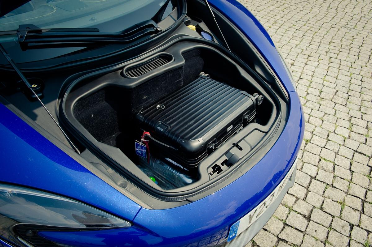 2014-McLaren-650S-Spider-blau-Berlin-15