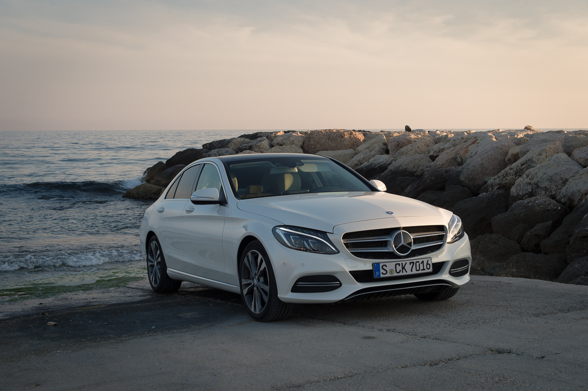 Used vehicles prices speed video for Mercedes benz c400 price