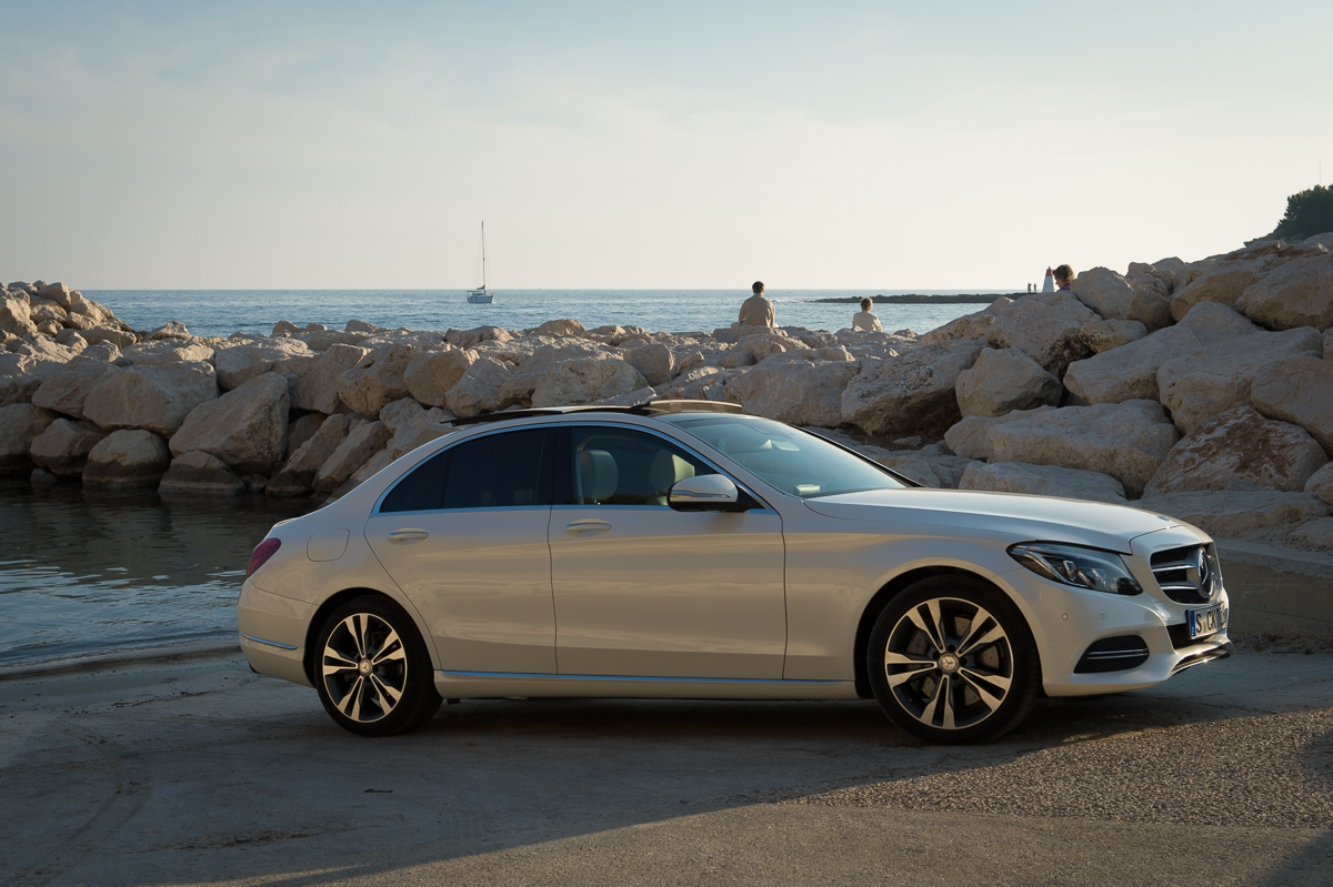 2014-mercedes-benz-c400-4matic-w205-designo-brilliantweiss-bright-cklasse-marseille-01