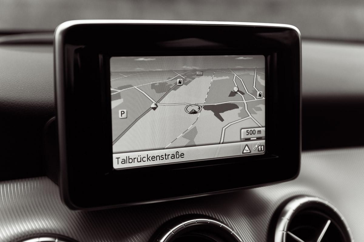 2014-Mercedes-Benz-CLA-220-CDI-grau-26