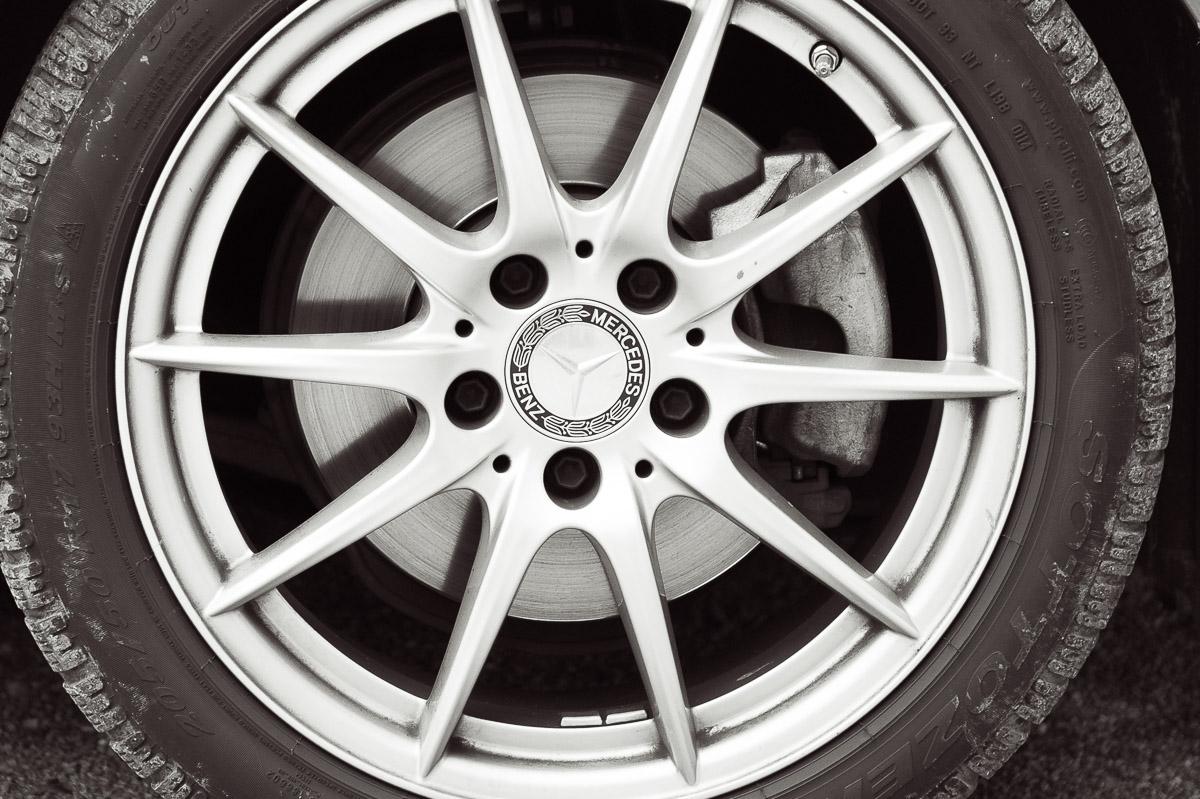 2014-Mercedes-Benz-CLA-220-CDI-grau-32