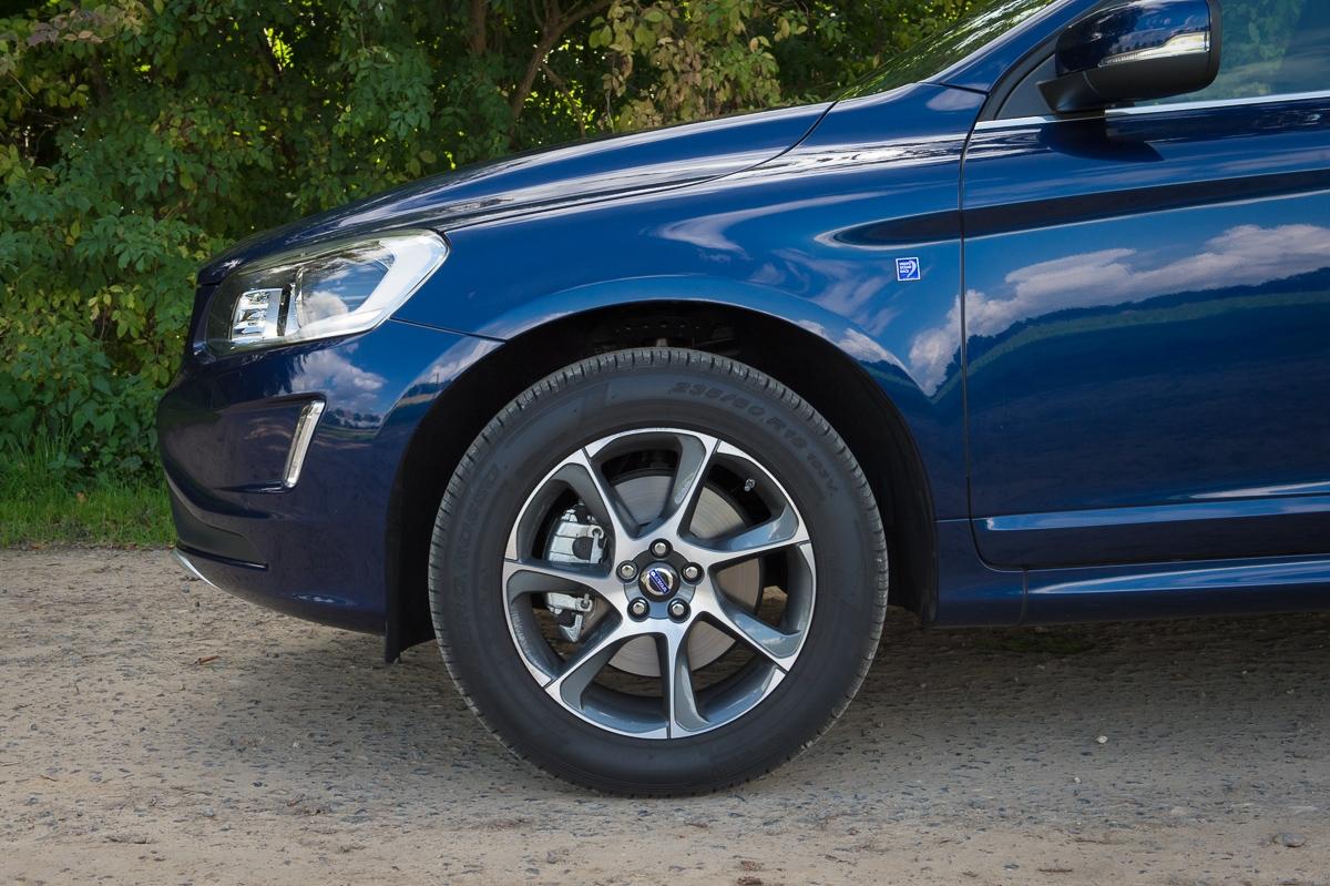 2014-Volvo-XC60-D5-AWD-Geartronic-Ocean-Race-dunkelblau-17