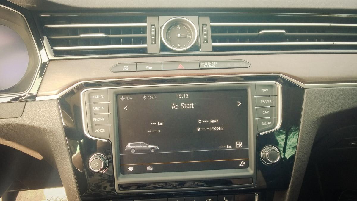2014-Volkswagen-VW-Passat-20-TDI-4MOTION-11