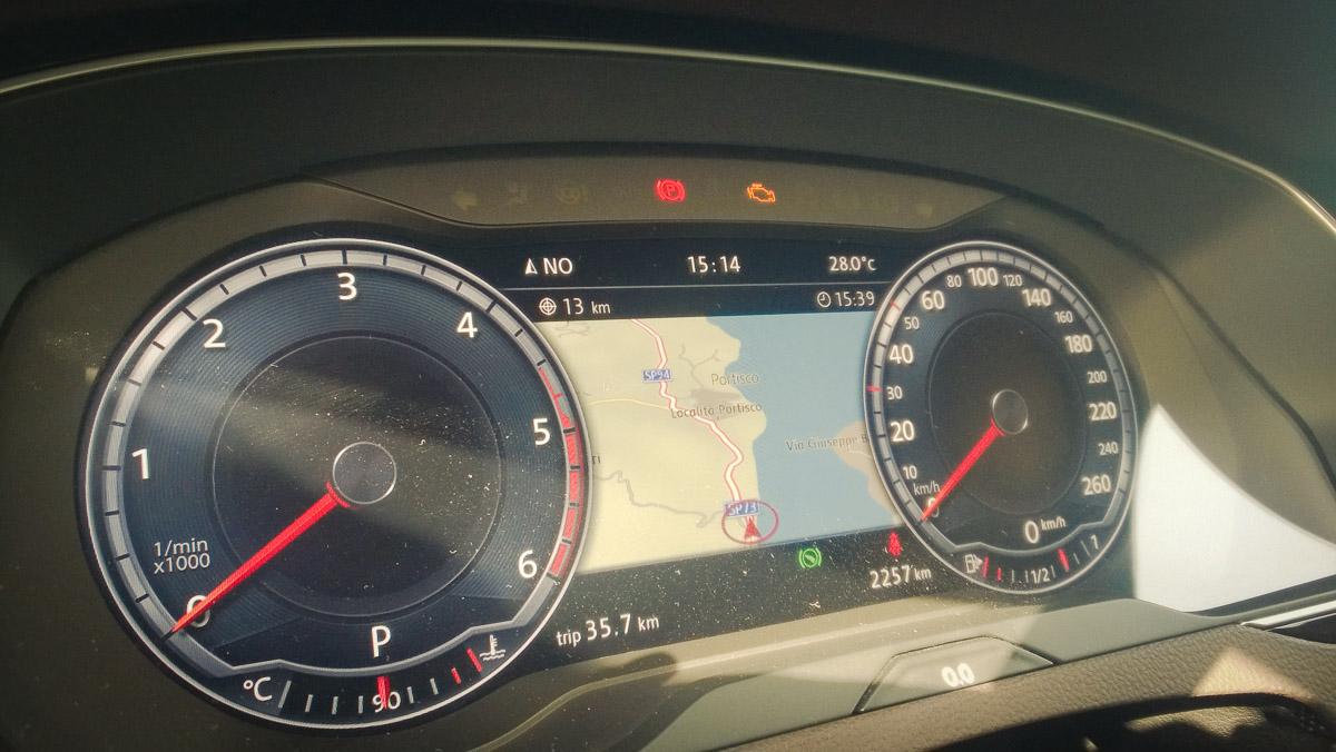 2014-Volkswagen-VW-Passat-20-TDI-4MOTION-12