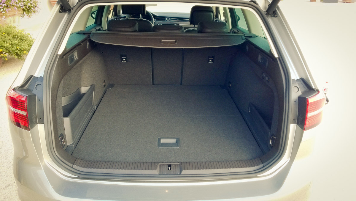 2014-Volkswagen-VW-Passat-20-TDI-4MOTION-16