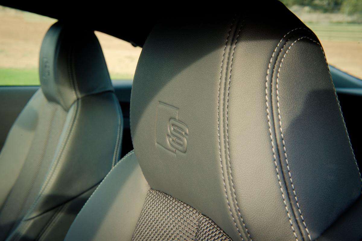 2015-Audi-TT-20-TFSI-sline-rot-8S-Ascari-08