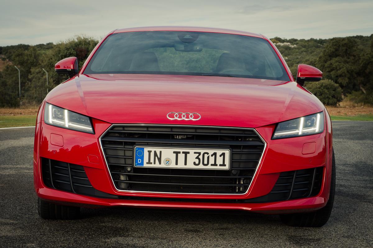 2015-Audi-TT-20-TFSI-sline-rot-8S-Ascari-13