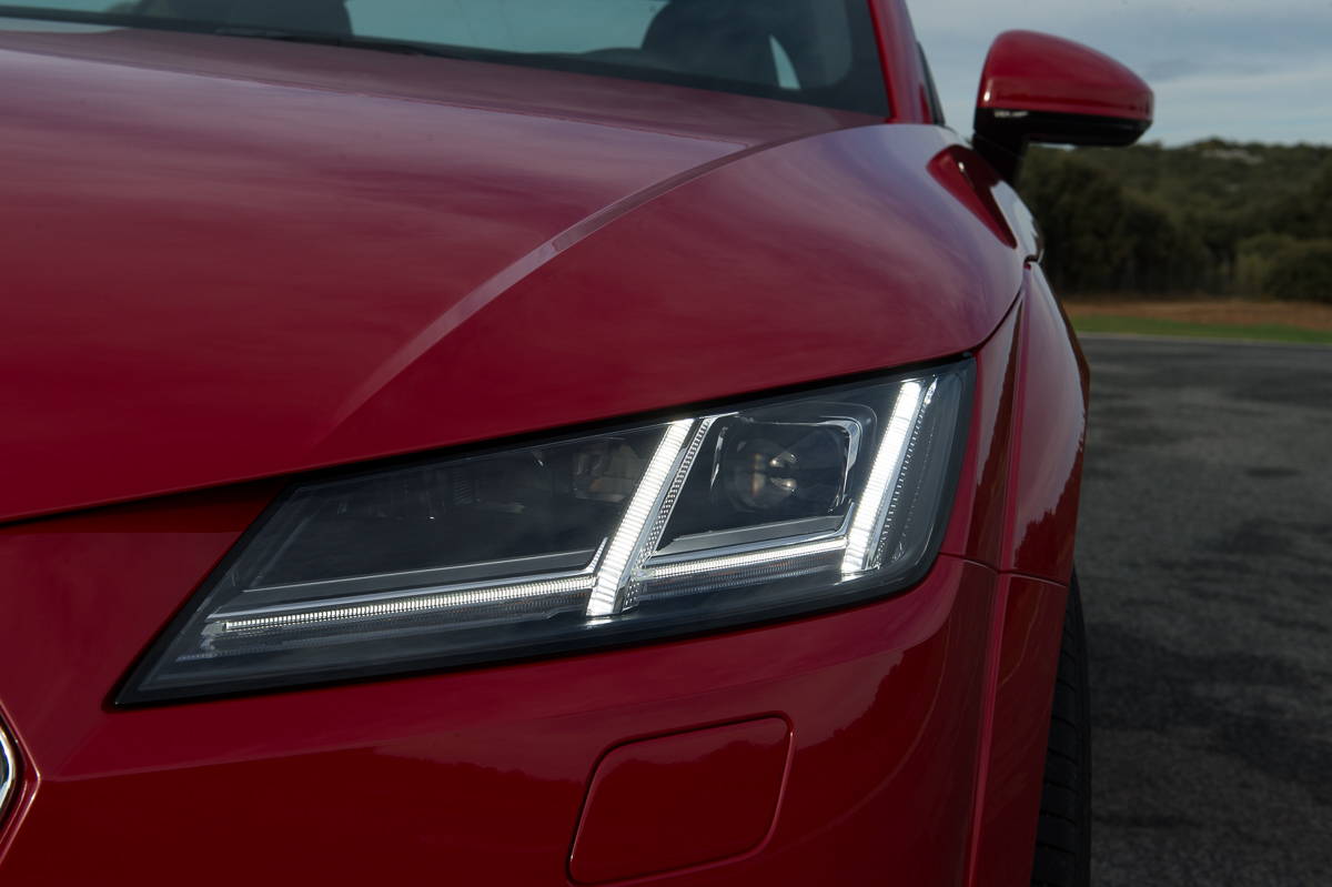 2015-Audi-TT-20-TFSI-sline-rot-8S-Ascari-15