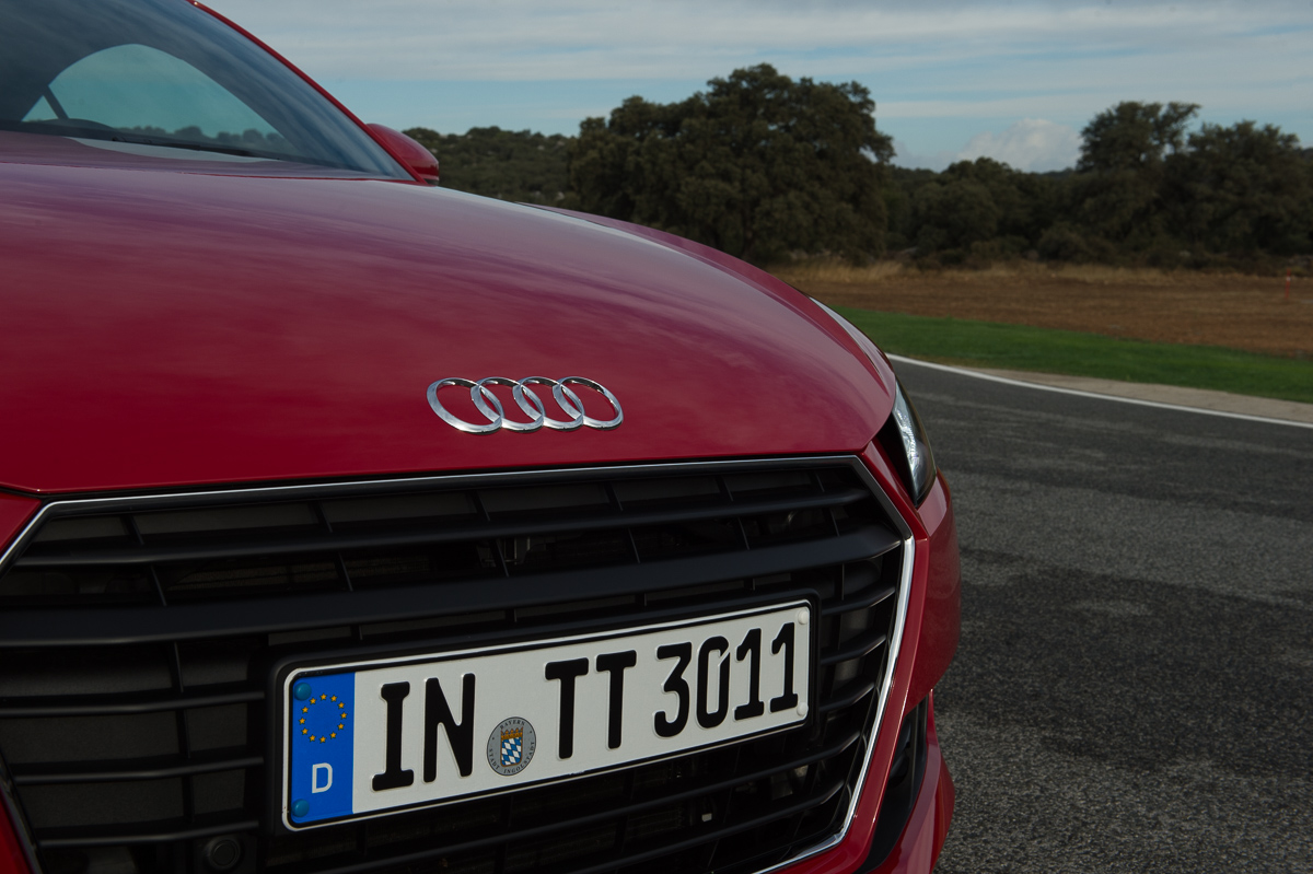 2015-Audi-TT-20-TFSI-sline-rot-8S-Ascari-16