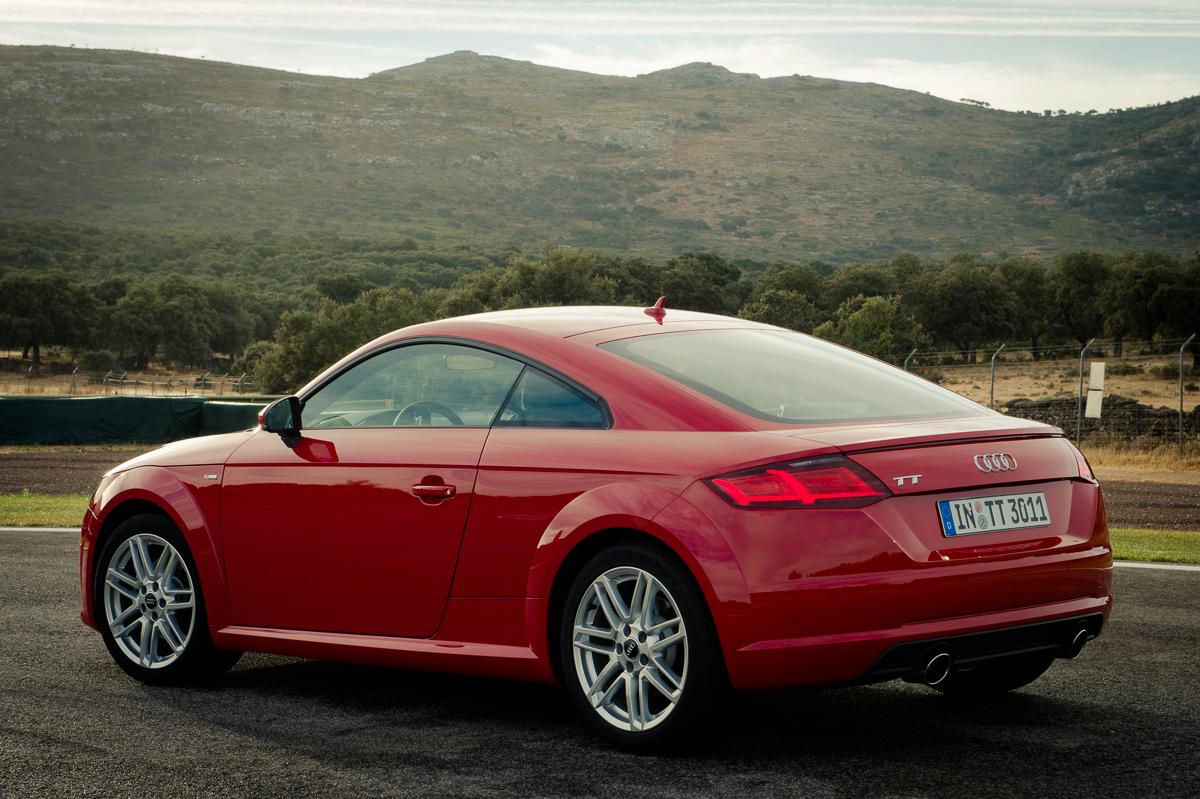 2015-Audi-TT-20-TFSI-sline-rot-8S-Ascari-18