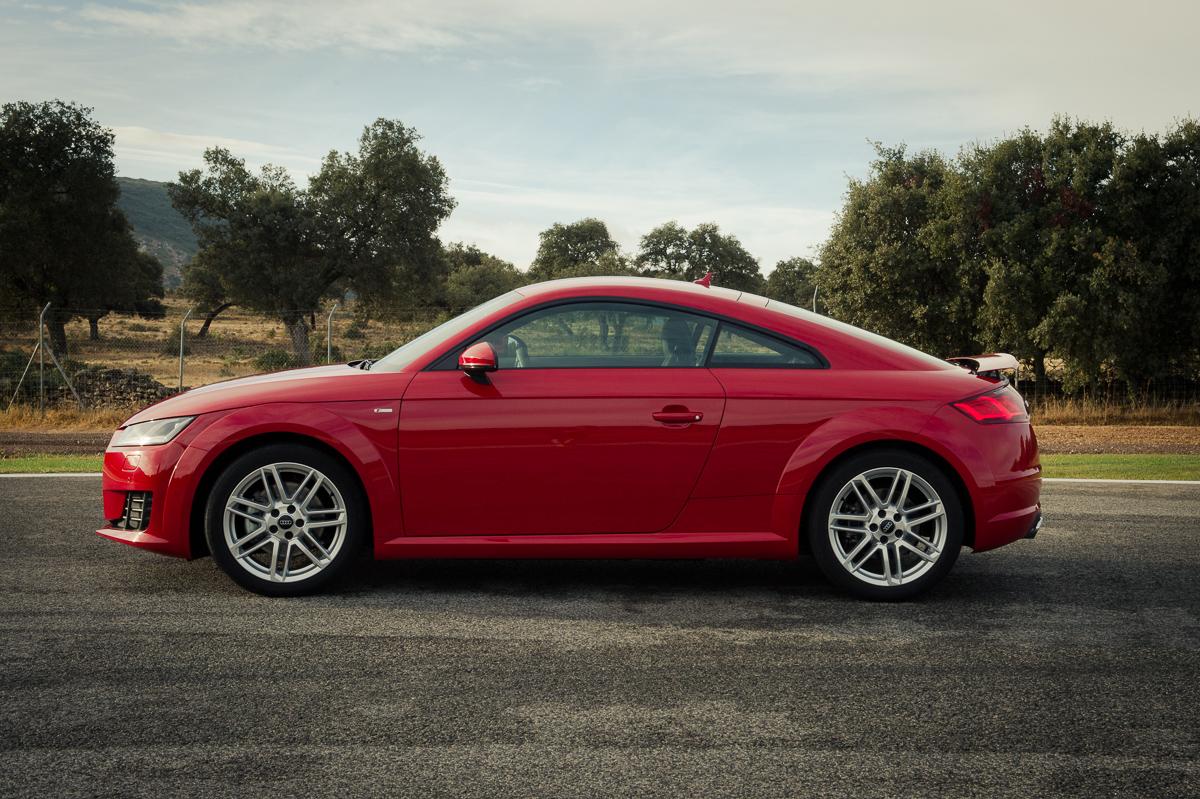 2015-Audi-TT-20-TFSI-sline-rot-8S-Ascari-31
