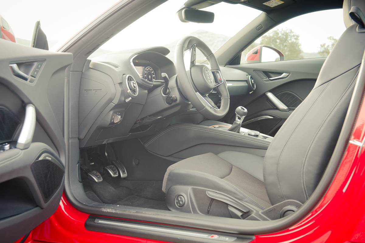 2015-Audi-TT-20-TFSI-sline-rot-8S-Ascari-34